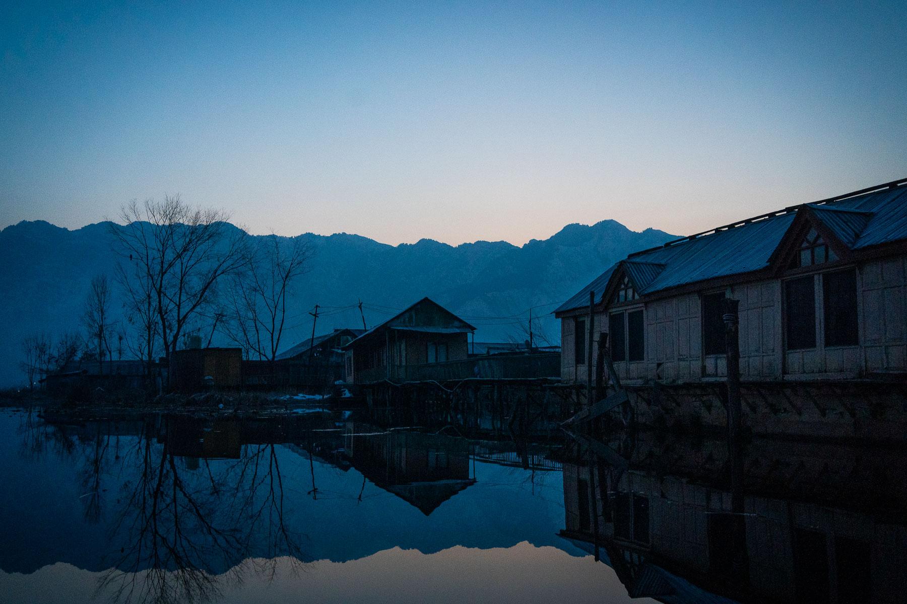 _MEE1786 Kashmir Dal Lake